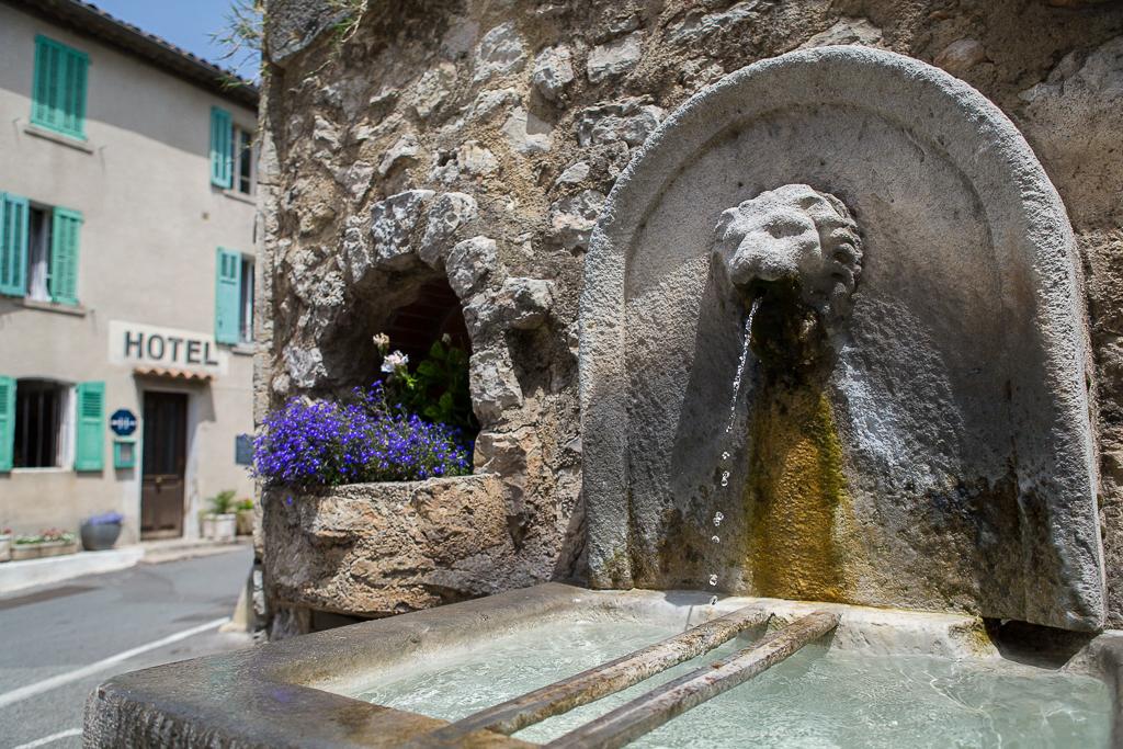 Fontaine dans le village