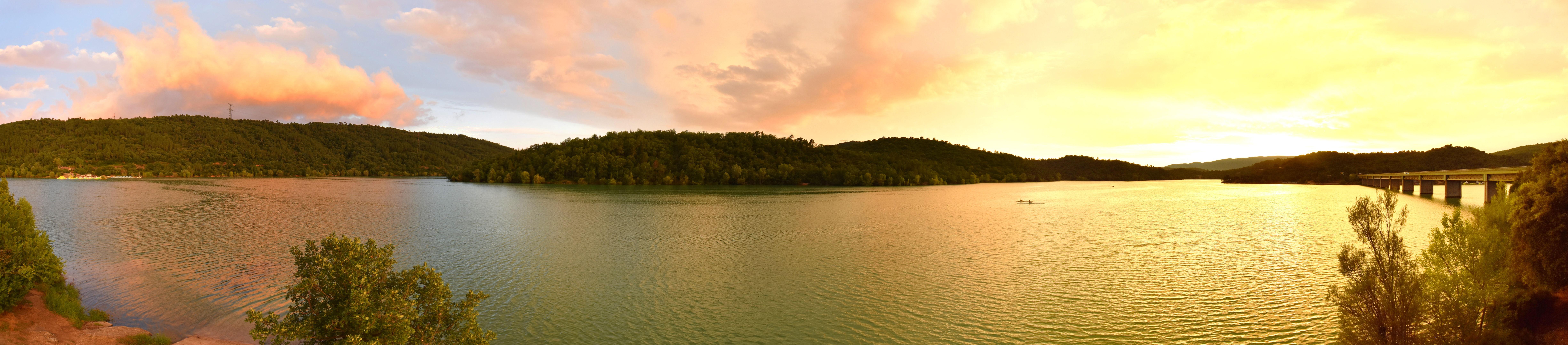 Coucher de soleil sur le lac de Saint-Cassien